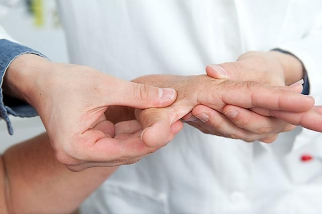 Foto Formicolio a mani e gambe: le cause