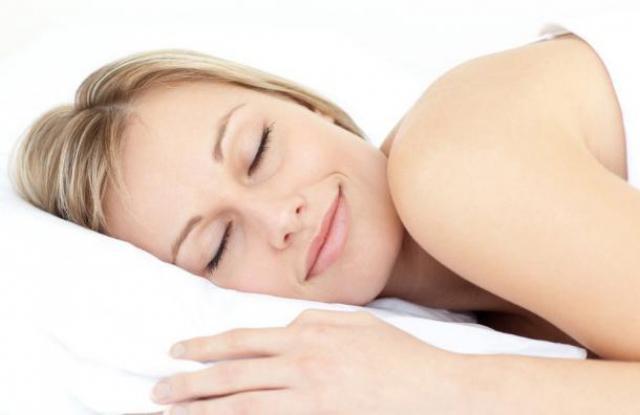 Foto Perchè si addormentano le mani a letto?