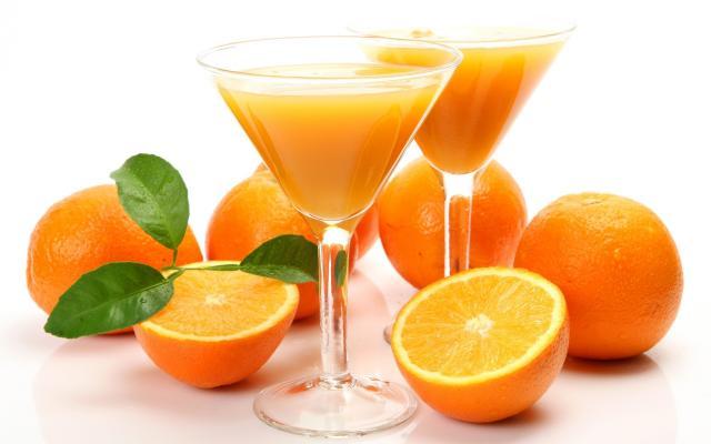 Foto I Cani possono bere succo d'arancia?