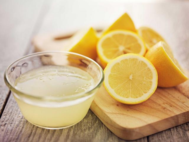 limoni pulire forno