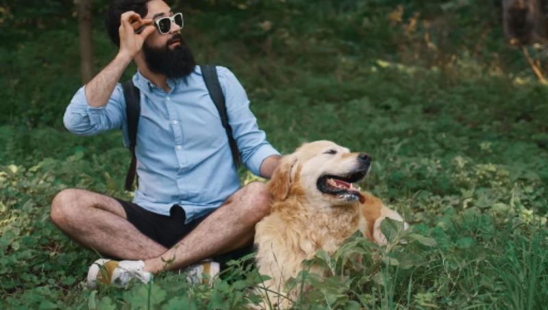 Foto I cani sono più puliti degli uomini con la barba